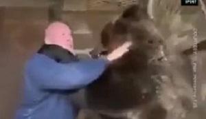 مبارزه ورزشکار روس با خرس