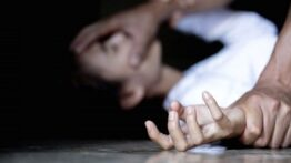 تجاوز جنسی به دختر جوان توسط رییس شرکت تجاری + فیلم مداربسته