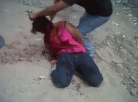 جنجال انتشار ویدئویی از سربریدن خبرنگار زن توسط داعش + تصاویر 18+