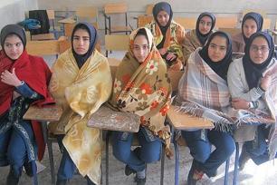 دختران اینجا با پتو به کلاس میروند + عکس