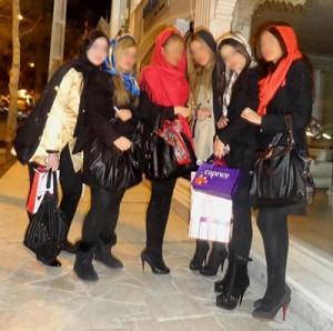 معضل دختران ساپورت پوش در خیابانهای تهران + عکس